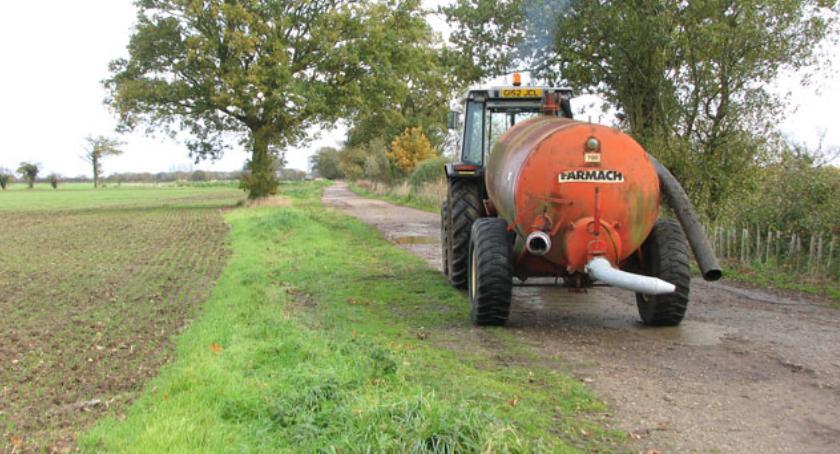 ROLNICTWO, Gospodarstwo Rolne Parcewie znów wywozi gnojowice - zdjęcie, fotografia
