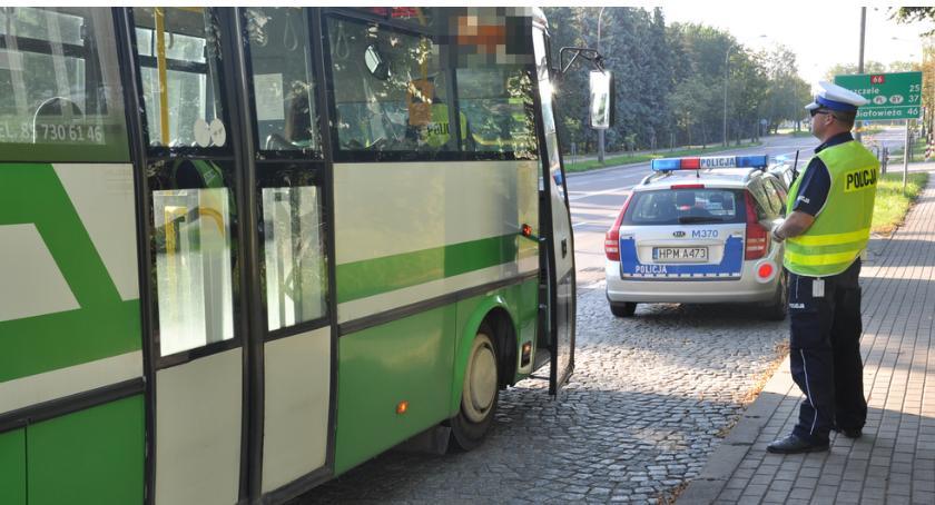 KOMUNIKACJA, Bielska policja kontroluje autobusy - zdjęcie, fotografia