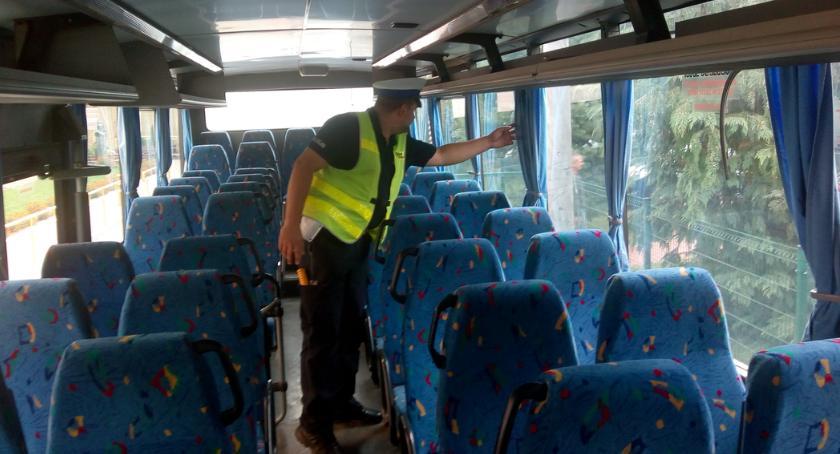 PREWENCJA, Bielska policja kontroluje autobusy - zdjęcie, fotografia