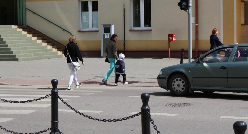 POLITYKA, Polica interweniowała podczas rozdawania ulotek wyborczych - zdjęcie, fotografia