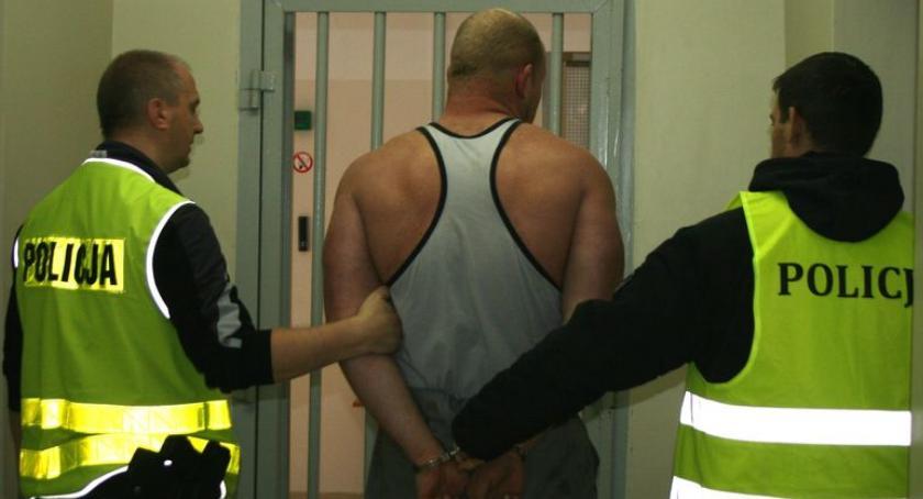 PRZESTĘPSTWA I WYKROCZENIA, Posiadali amfetaminę grozili kurierowi zatrzymała bielska policja - zdjęcie, fotografia