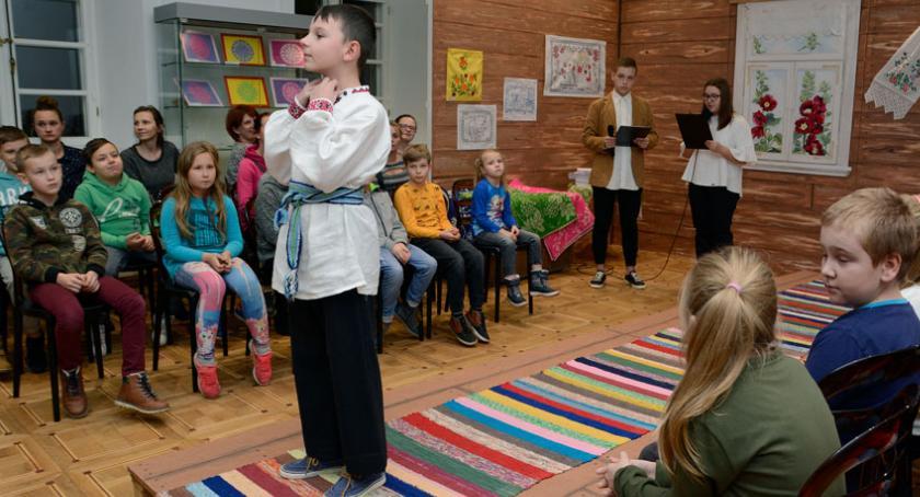 """WYSTAWY, Podsumowanie projektu """"Makatki szmatki"""" Muzeum Bielsku Podlaskim - zdjęcie, fotografia"""