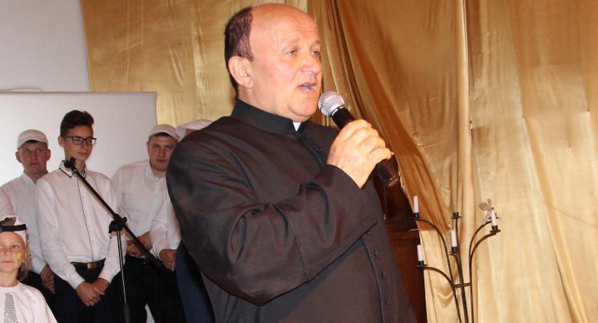 RELIGIA, Zbigniew Karolak zostaje parafii Opatrzności Bożej - zdjęcie, fotografia