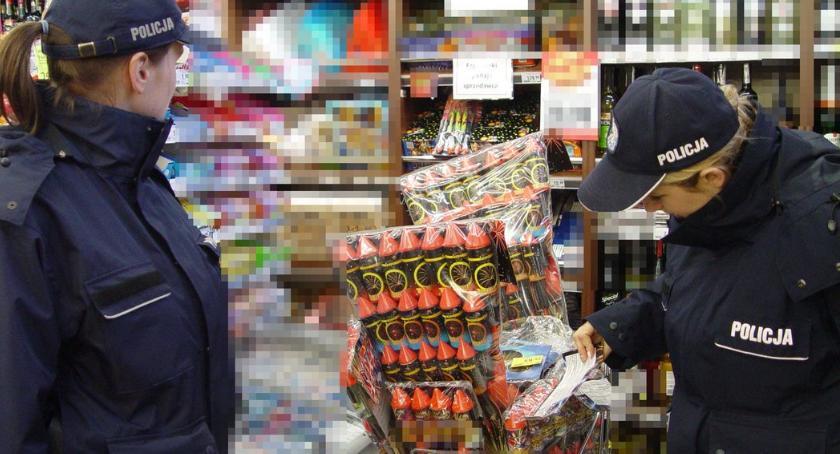 PREWENCJA, Policja kontroluje miejsca sprzedaży fajerwerków - zdjęcie, fotografia