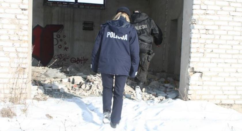 INTERWENCJE, Pijanemu mężczyźnie groziło wychłodzenie - zdjęcie, fotografia