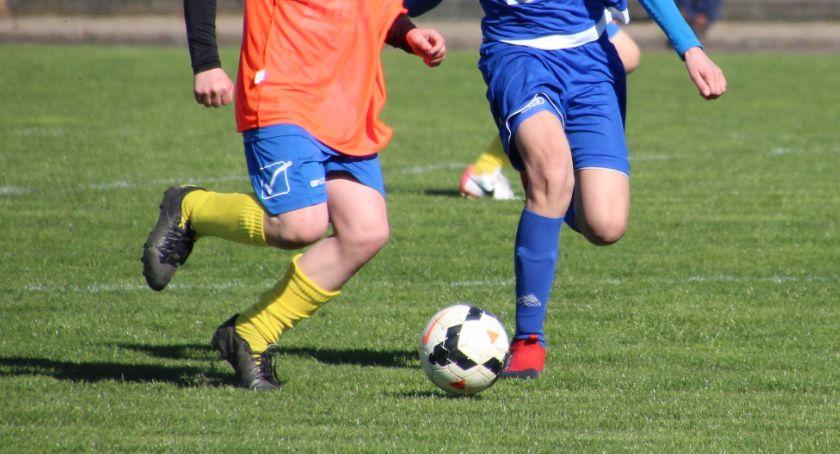 PIŁKA NOŻNA, grała piłkarska młodzież MOSiR - zdjęcie, fotografia