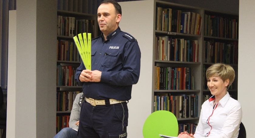 Wypadek, Spotkanie Policji seniorami Miejskiej Bibliotece Publicznej - zdjęcie, fotografia