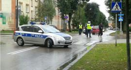 81-latek potrącił na przejściu kobietę z dzieckiem