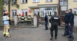 Bielsk Podlaski: Potencjalna bomba w szkole – ćwiczenia służb mundurowych [Zdjęcia]