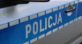 Policjanci eskortowali auto z ciężarną kobietą