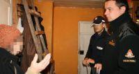 Bielscy policjanci realizują program pomocy osobom zagrożonym niskimi temperaturami