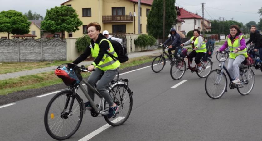 Aktualności, Mieszkańcy wsiedli rowery ruszyli zalew - zdjęcie, fotografia
