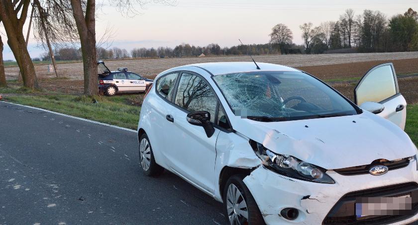 Wypadki drogowe, Zderzenie motocyklisty osobówką AKTUALIZACJA - zdjęcie, fotografia