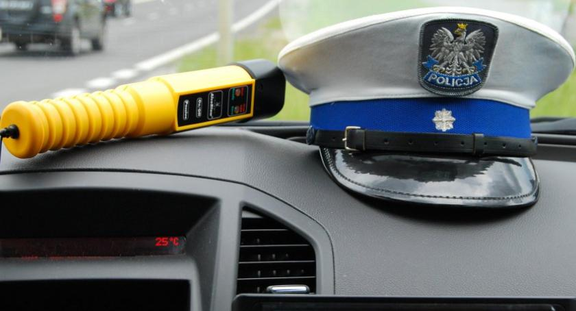 Komunikaty policji, ciężką nogą promilami przez - zdjęcie, fotografia