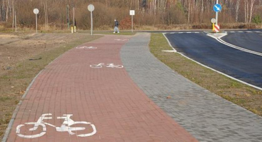 Samorząd lokalny, Mieszkańcy chcą chodnika ścieżki rowerowej - zdjęcie, fotografia