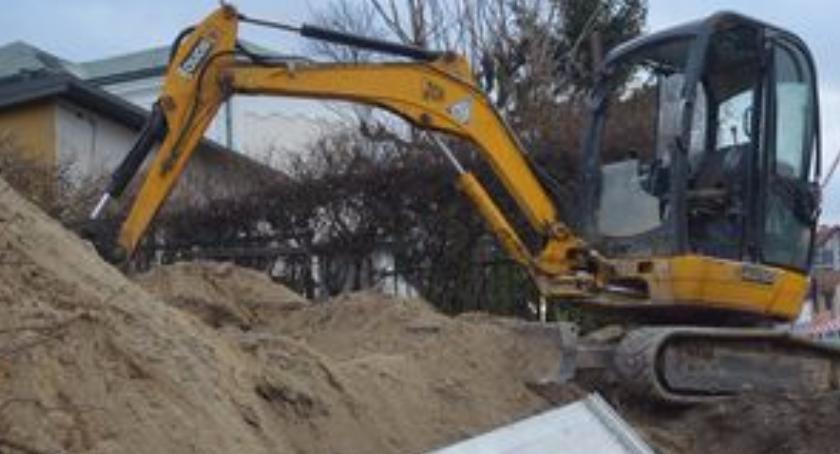 Komunikaty policji, Mieszkaniec Biłgoraja przygnieciony betonową płytą - zdjęcie, fotografia