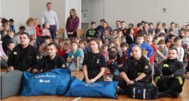 Strażacy szkolą uczniów