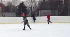 Uczniowie Zespołu Szkół Specjalnych na lodowisku