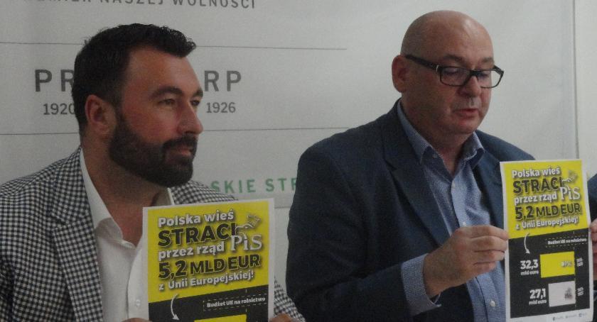 SPOŁECZNE, Sytytuacja polskiej konferencji prasowej - zdjęcie, fotografia