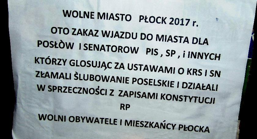 SPOŁECZNE, Patrol Obywatelski przed sądami Płocku - zdjęcie, fotografia