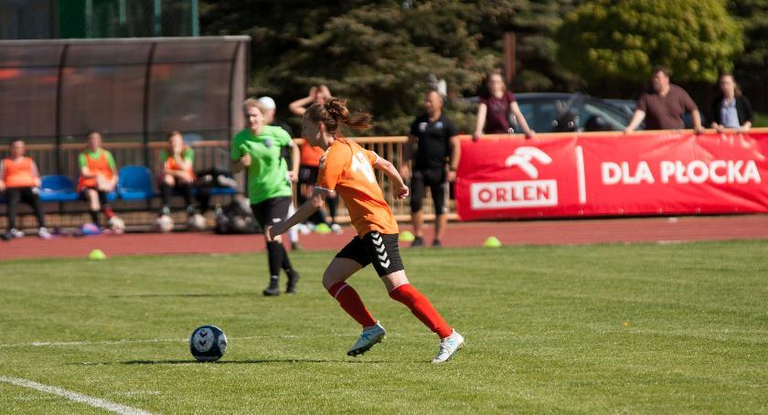 sport, Zacięte spotkanie drużyną Warszawskiej Akademii Piłkarskiej - zdjęcie, fotografia
