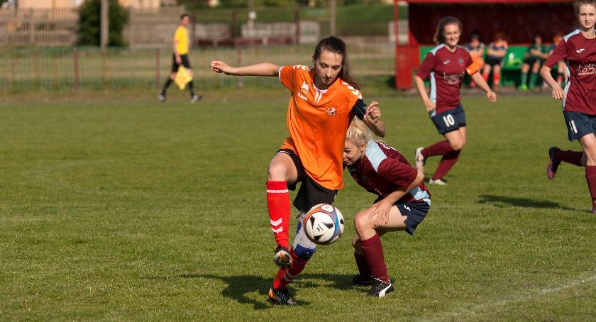 sport, Pomarańczowe gonią lidera - zdjęcie, fotografia