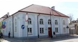 """Muzeum Żydów Mazowieckich - """"Na przełęczach bezsensu""""."""