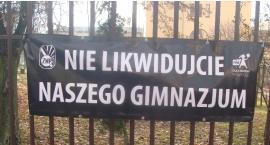 Banery na płockich gimnazjach