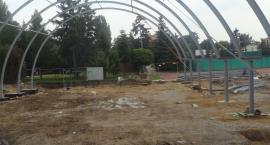 Konstrukcja hali do gry w tenisa już widoczna