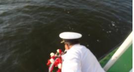 Marynarzom z Batorego, kwiaty w nurtach Wisły
