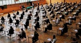Gimnazjaliści piszą egzaminy