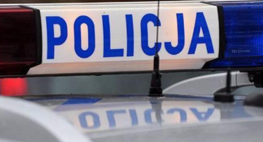 Kronika kryminalna, latek ukradł sąsiadom samochód - zdjęcie, fotografia