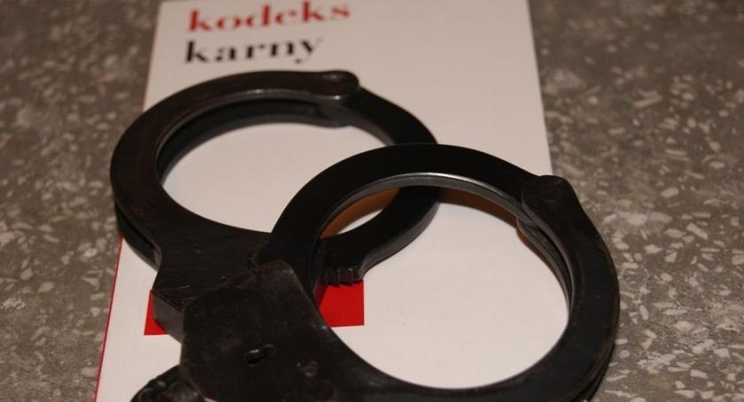 Kronika kryminalna, Zarzuty kobiety która schowała noworodka wiaderku - zdjęcie, fotografia