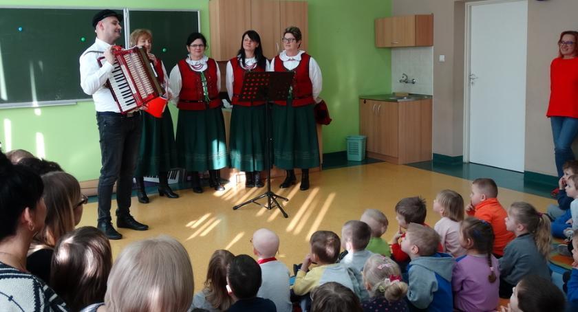 Edukacja, Przedszkolaki Skaryszewa poznawały kulturę ludową - zdjęcie, fotografia