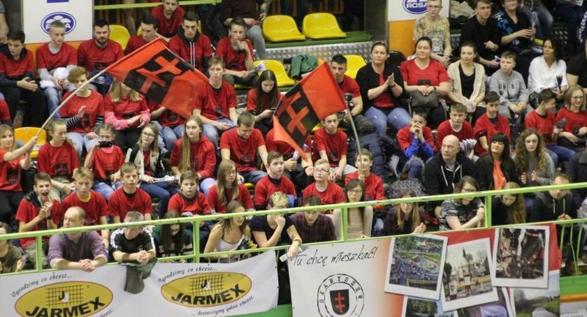Sport, Zwycięstwo Czarnych trybunach mieszkańcy Skaryszewa - zdjęcie, fotografia