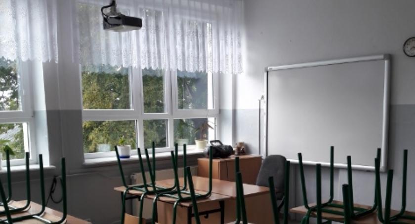 Aktualności, Szkoła Podstawowa Chomentowie Puszcz nowym wydaniu [FOTO] - zdjęcie, fotografia