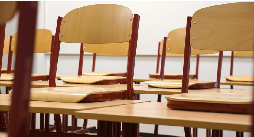 Edukacja, wyposażenie pracowni przyrodniczych skaryszewskich szkołach - zdjęcie, fotografia