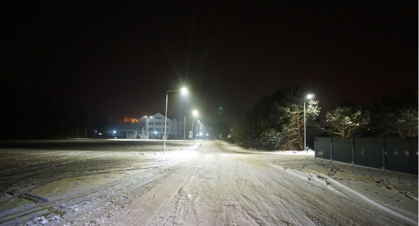 Aktualności, Nowoczesne oświetlenie drodze szkoły - zdjęcie, fotografia