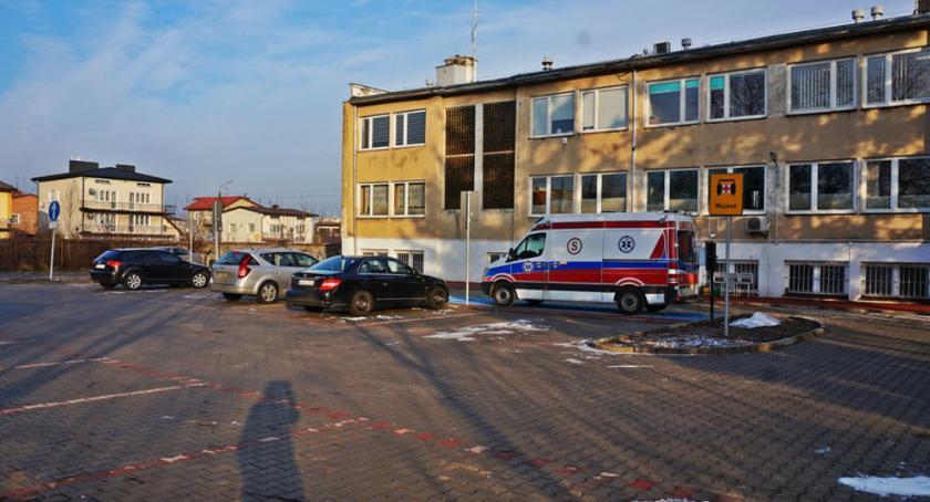 Aktualności, Ośrodek zdrowia zyskał parking - zdjęcie, fotografia