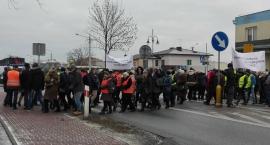 Manifestacja w Skaryszewie. Mieszkańcy Sołtykowa chcą nowej szkoły w swojej miejscowości.