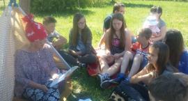 Uczniowie z PSP im. Orła Białego w Sołtykowie na Dniu Dziecka