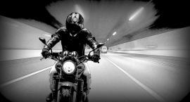 Wpadł do rowu motocyklem. Nie miał prawa jazdy