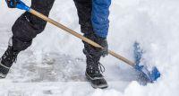 Jak dbać o nawierzchnie w ogrodzie podczas zimy?