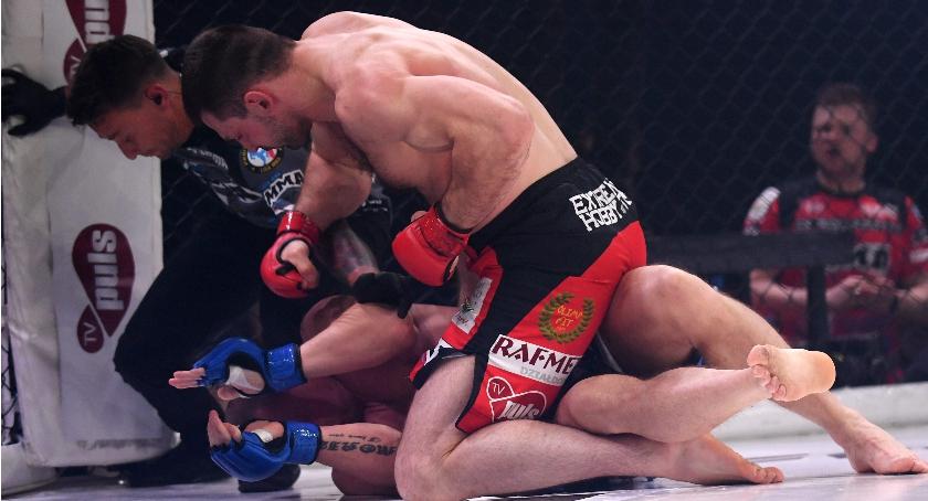 MMA, Efektowny debiut Kołeckiego Wygrał przez nokaut (zdjęcia) - zdjęcie, fotografia