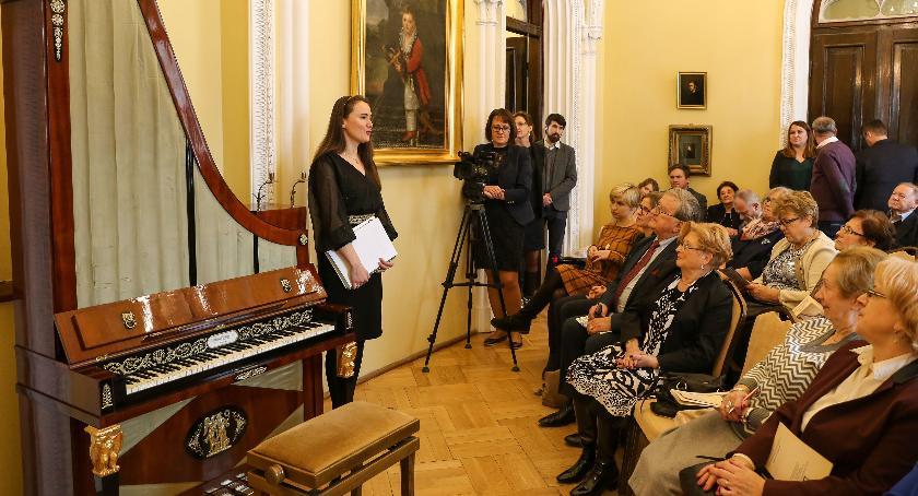 Koncerty, Muzeum Romantyzmu odbył koncert zabytkowym fortepianie pionowym - zdjęcie, fotografia