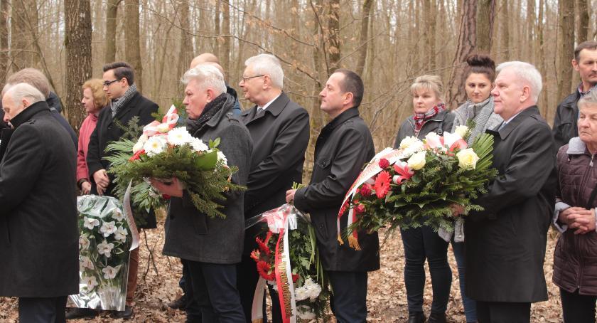 Rocznice, Pamięci Adasia Rzewuskiego uroczystość lesie lekowskim - zdjęcie, fotografia