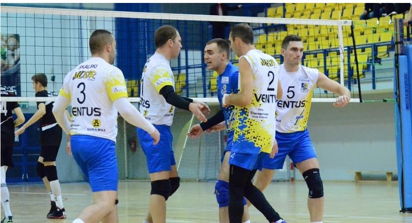 Siatkówka, Mają Ciechanowscy siatkarze wygrali pierwszy sezonie - zdjęcie, fotografia