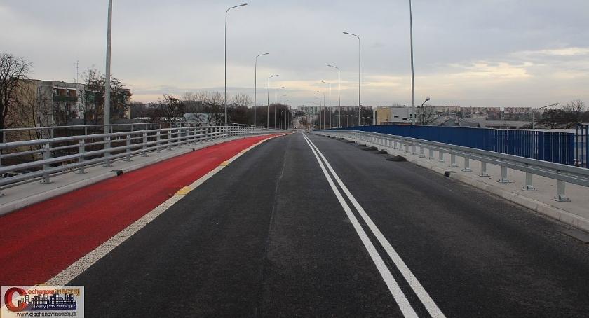 Wypadki drogowe, Zderzenie samochodów wiadukcie Sprawcą latek Ciechanowa - zdjęcie, fotografia