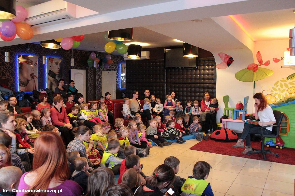 Inne Wydarzenia, Znani Ciechanowianie czytają dzieciom Grasso - zdjęcie, fotografia