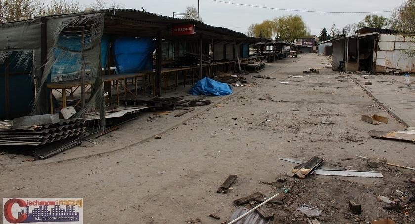 Samorząd, Bazar Sienkiewicza świeci pustkami Kupcy przenoszą targowisko - zdjęcie, fotografia